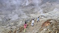Serunya Mendaki Gunung Papandayan
