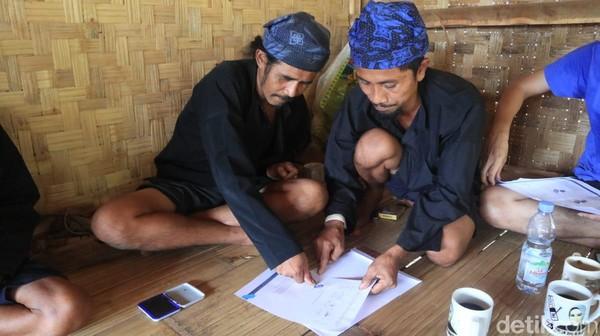 Masyarakat Adat Baduy mengajukan permohonan kepada Presiden Joko Widodo (Jokowi) agar menghapuskan kawasan adat Baduy sebagai destinasi wisata. Mereka merasa terusik oleh hilir mudik pariwisata. Sebagai gantinya mereka berharap wilayah Baduy ditetapkan menjadi cagar alam dan cagar budaya. Istimewa