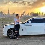 Wow! Wanita Cantik Si Tukang Review Mobil Ini Raup Rp 55 Juta Sehari
