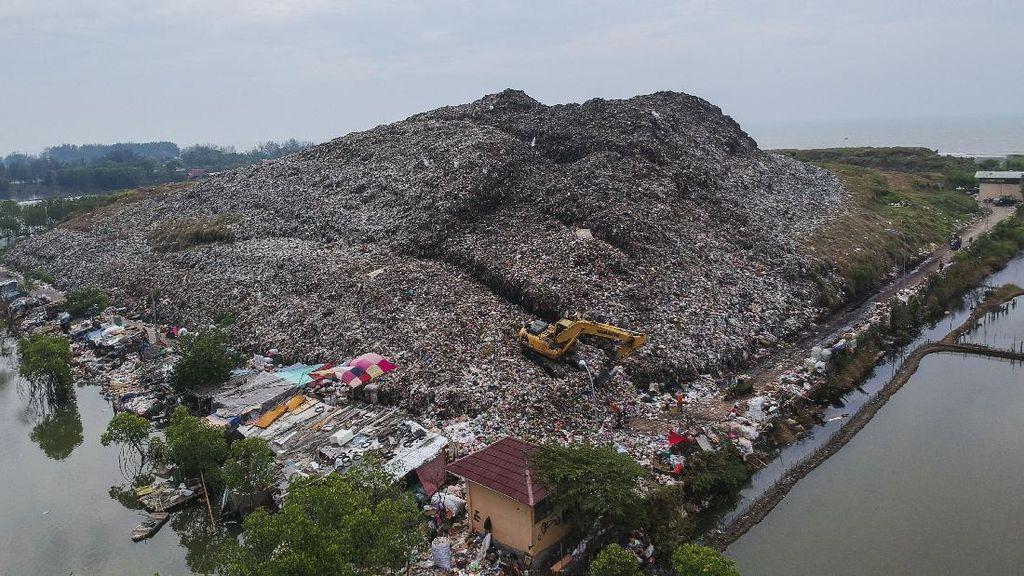 Gunungan Sampah di TPA Degayu Pekalongan Melebihi Kapasitas