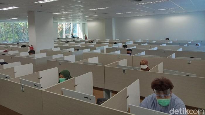 Para peserta Ujian Tulis Berbasis Komputer (UTBK) dalam SBMPTN 2020 di Institut Teknologi Sepuluh Nopember (ITS), tidak perlu khawatir kalau hasil rapid test-nya reaktif. Karena akan ada ujian susulan pada (20/7) mendatang.