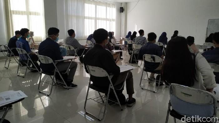 Empat persen dari 1.090 peserta Ujian Tulis Berbasis Komputer (UTBK) tak hadir di Universitas Brawijaya (UB) pada hari pertama. Mereka diangap mengundurkan diri.
