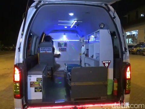 Ambulans milik RSUD Grati, Kabupaten Pasuruan ini sekilas sama dengan kendaraan medis pada umumnya. Namun jika diperhatikan, ambulans ini sangat unik menyerupai tempat disko.