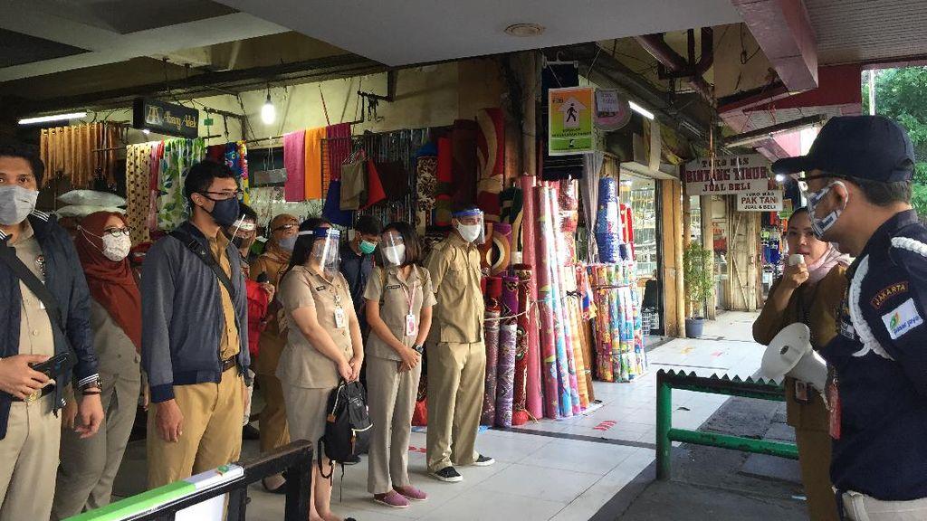 Keliling Pasar Kebayoran Lama, ASN DKI Temukan Warga Tak Bermasker-Bawa Balita