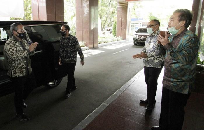 Pemerintah menunjuk PT Jamkrindo dan PT Askrindo bersama bank penyalur kredit untuk menstimulus menggerakkan ekonomi Indonesia yang terdampak COVID-19.