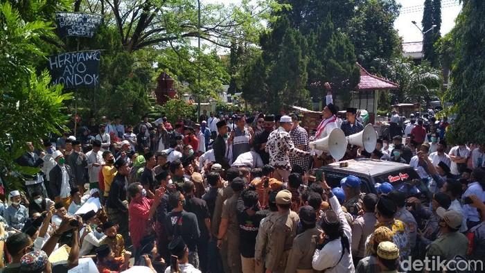 Demo di DPRD Cirebon
