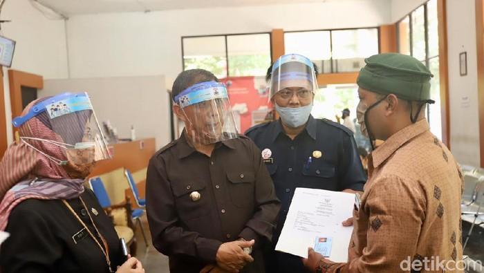 Dokumen kependudukan di Cimahi mulai menggunkan kertas HVS
