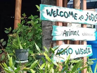 Unik, Restoran Ini Punya Kebun Binatang Mini