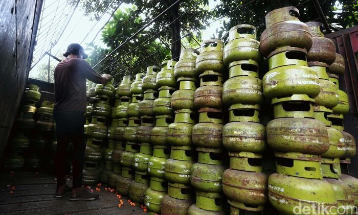 Konsumsi harian gas elpiji subsidi atau gas 3 kg meningkat selama pandemi COVID-19. Kenaikan mencapai 1 persen dari konsumsi normal.