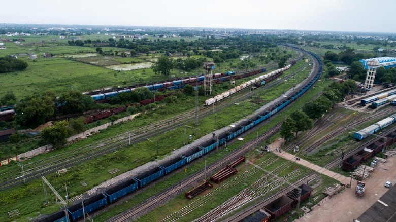 kereta barang india