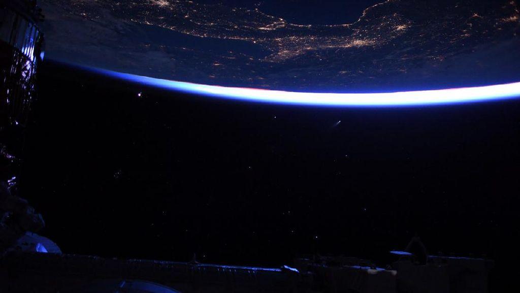 Astronot Bagikan Foto Komet dari Luar Angkasa, Menakjubkan!