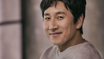 Lee Sun Gyun Dikabarkan Bakal Debut di Hollywood Bareng Son Ye Jin