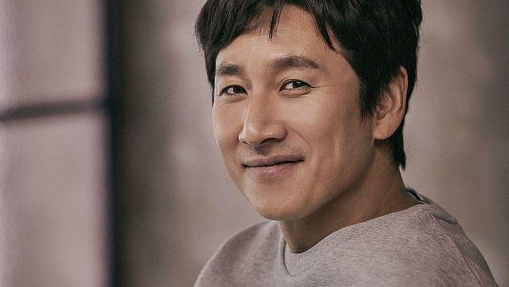 Lee Sun Gyun Dikabarkan Bakal Debut di Hollywood Bareng Son Ye Jin