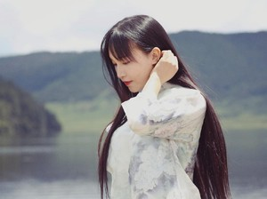 7 Potret Li Ziqi, YouTuber Gadis Desa yang Tiba-tiba Menghilang