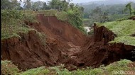 Longsor Terjang Tasikmalaya, Jalan Desa Terputus-Sawah Tertimbun