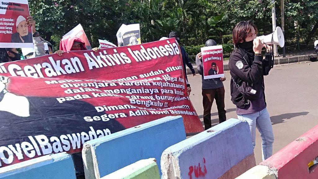 Mahasiswa Geruduk Taman Pandang Istana