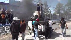Massa Lempari Kotoran Sapi dan Telur Busuk ke Kantor Imigrasi Kendari