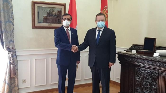 Menkum HAM Yasonna Laoly bersama Wakil Perdana Menteri merangkap Menteri Luar Negeri Serbia Ivica Dacic di Beograd
