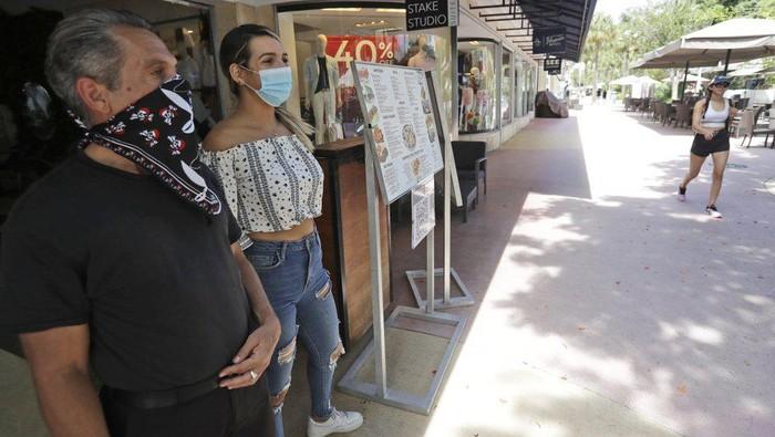 Miami menutup ruang makan dalam restoran usai kapasitas RS hampir penuh oleh pasien Corona (AP Photo)