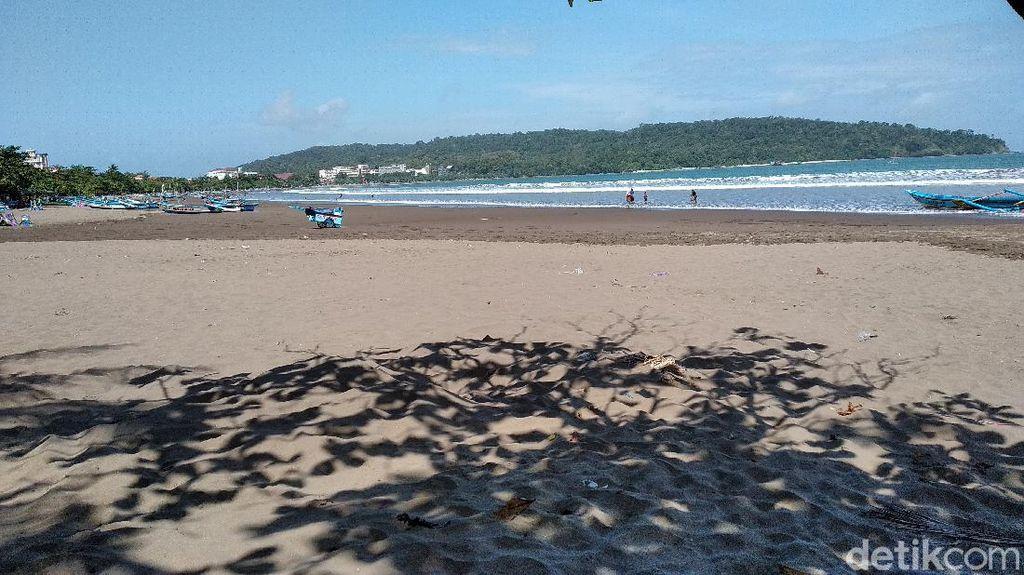 Gempa M 5,0, Wisatawan Sempat Berkumpul di Tepi Pantai Pangandaran