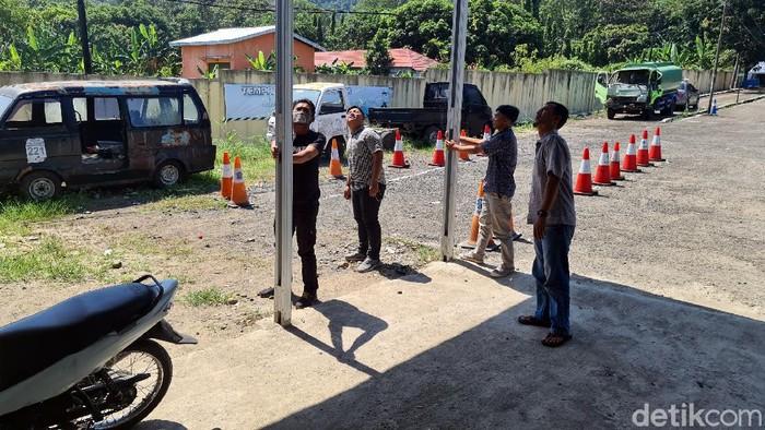 Pegawai kantor di Sukabumi berhamburan keluar akibat gempa