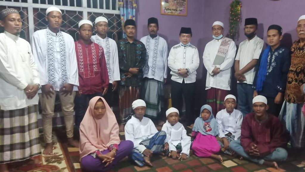 Bupati Merangin Islamkan 9 Suku Anak Dalam di Desa Nalo Gedang