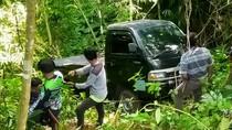 Pikap Ini 3 Hari Parkir di Tengah Hutan Cianjur, Milik Siapa?