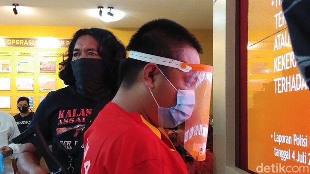 Polisi menetapkan Amda Mandala Salurante alias Pung Belo sebagai tersangka kasus penghinaan hingga melawan aparat di Toraja Utara (Hermawan-detikcom).