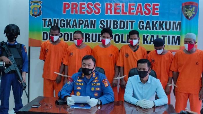 Polisi tangkap 6 pencuri batu bara di atas kapal tongkang di Kukar, Kaltim
