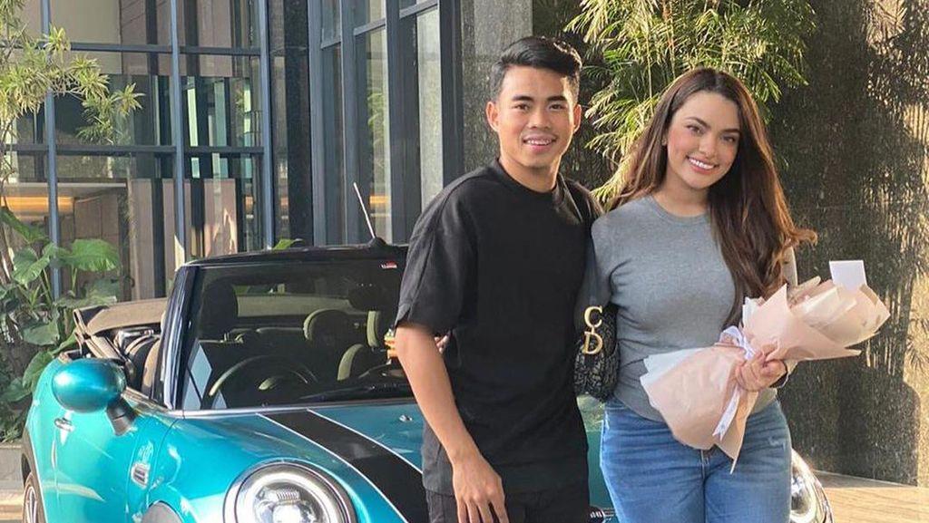 Cerita Selebgram Cantik Sarah Ahmad yang Dihadiahi Pemain Timnas Mobil Mewah