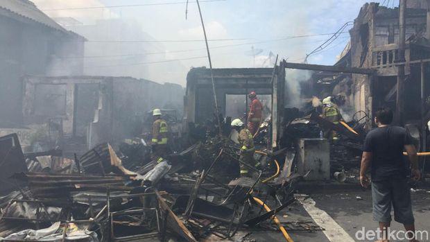Sebanyak 40 Toko yang berada di kawasan Manggarai, Jakarta Selatan ludes terbakar.