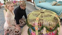 Most Popular Sepekan: Cantiknya Istri Bule Panji Trihatmodjo Saat Berkebaya