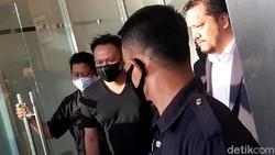 Video Detik-detik Vicky Prasetyo Ditahan dan Dibawa ke Rutan Salemba