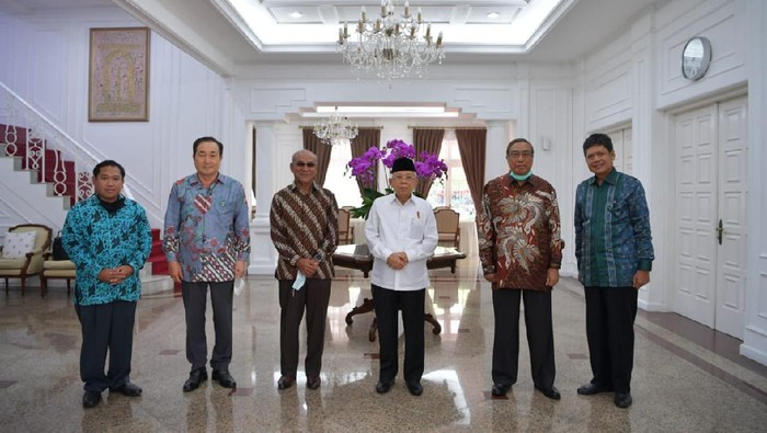 Wakil Presiden (Wapres) K.H. Maruf Amin kala menerima Pengurus Yayasan Memajukan Ilmu Kebudayaan (YMIK) di kediaman resmi Wapres, Jalan Diponegoro Nomor 2 Jakarta, Selasa (07/07/2020).