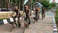 Video Satpol PP Patroli Pakai Brompton di Pantai Losari, Ternyata...