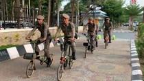 Heboh Satpol PP Makassar Pakai Sepeda Brompton di Losari
