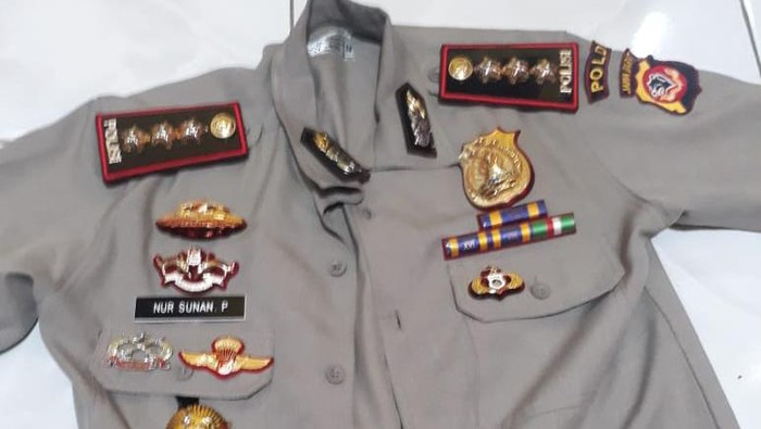 Baju yang dikenakan polisi gadungan di Bandung