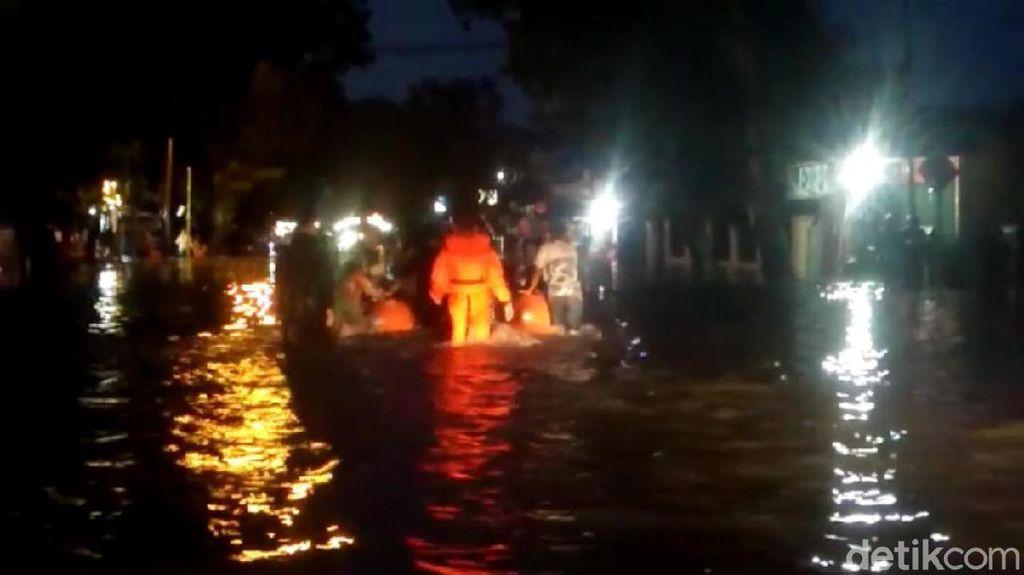 Hujan Lebat, Banjir Landa Sejumlah Wilayah di Padang