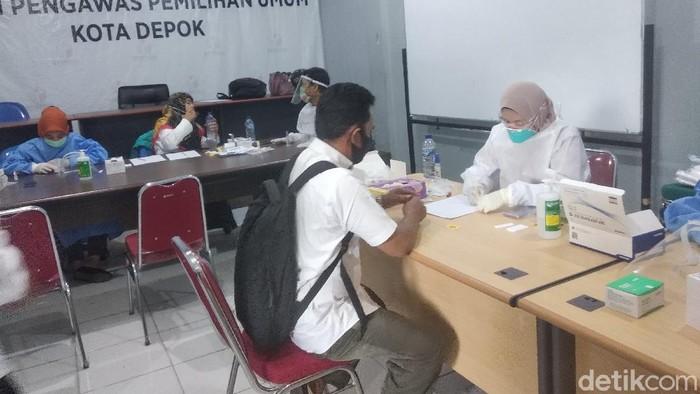 Bawaslu Kota Depok menggelar rapid test gratis bagi staf dan anggotanya