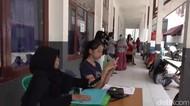 Calon Siswa Berkerumun, PPDB SMK di Kendari Abaikan Protokol Kesehatan