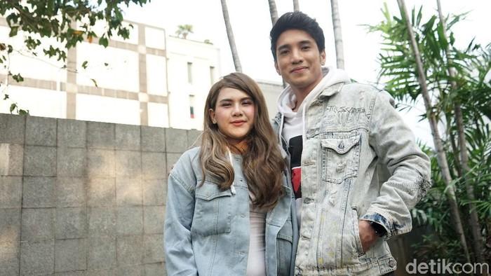 Evelyn Nada Anjani dan Alkhan saat ditemui di kawasan Trans TV.