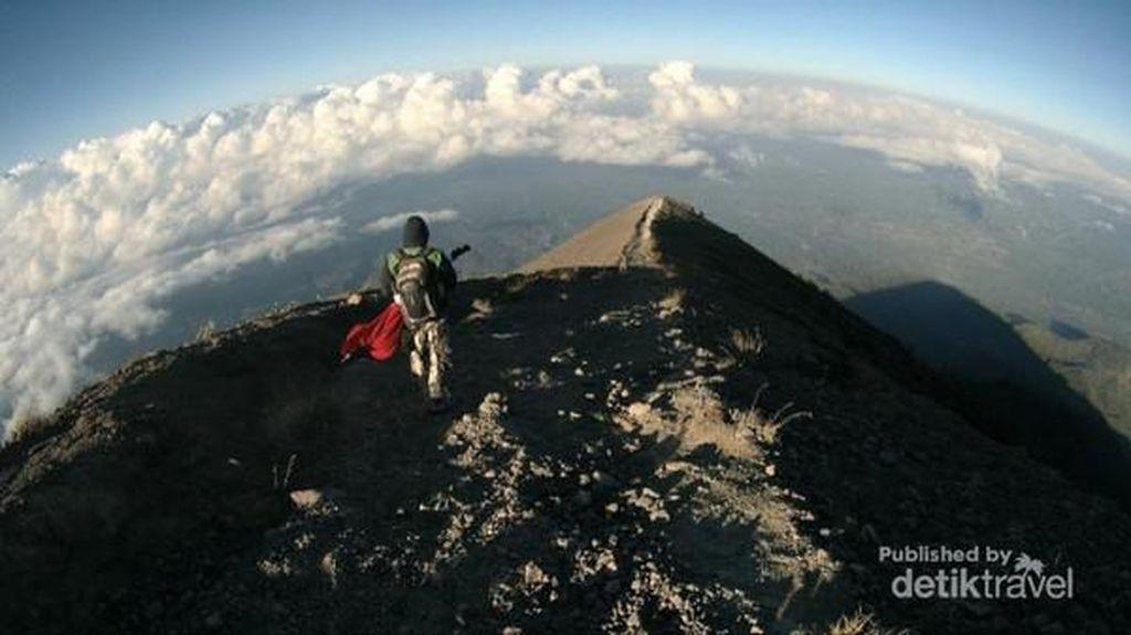 Ini Larangan-larangan Jika Mendaki Gunung Agung