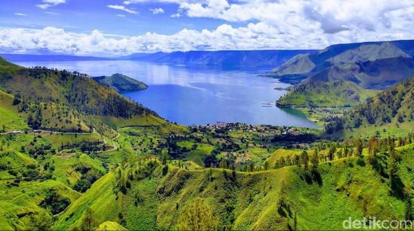 Pesona Danau Toba memang tak ada duanya. Terletak di Sumatera Utara, Danau Toba merupakan danau terbesar di Indonesia dengan luas 1.145 km persegi. Istimewa/dok.KBRI Paris
