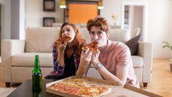 7 Kebiasaan Makan yang Salah Tapi Sering Dilakukan