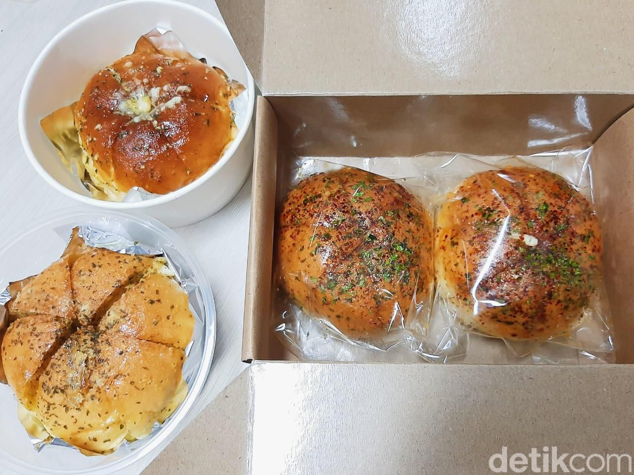 Review Battle 3 Korean Garlic Cheese Bread; Super Furry, Sweet Troops, Odelice Indonesia