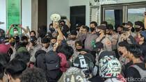Demo Mahasiswa Tuntut Banding Pencabulan ABG di Parepare Ricuh