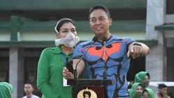 Istri KSAD Jenderal TNI Andika Perkasa, Diah Erwiany Trisnamurti Hendrati Hendropriyono memakai masker canggih yang membuat banyak orang penasaran. Ini faktanya