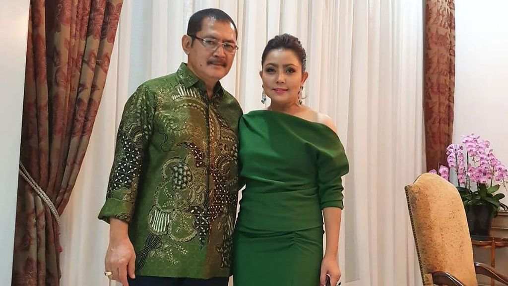 Selamat Ulang Tahun Pernikahan ke-20, Mayangsari dan Bambang Trihatmodjo!