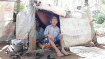 Akhir Bahagia Mbah Tarso dan Istri yang Hidup di Gubuk Karung