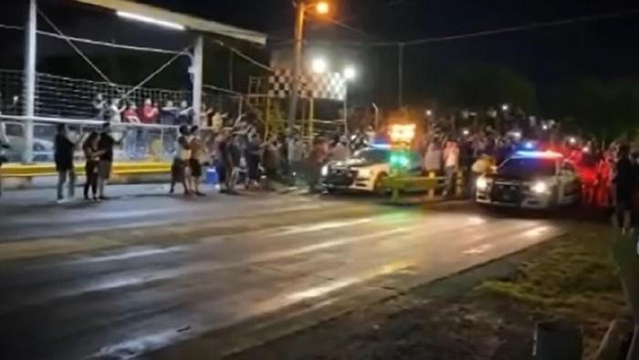 Mobil polisi malah adu balap